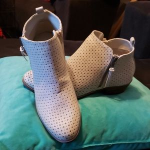 Very cute booties, Easy on/off w/double zippers